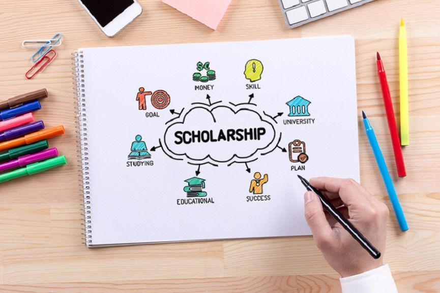 Common-Misconceptions-About-College-Scholarships