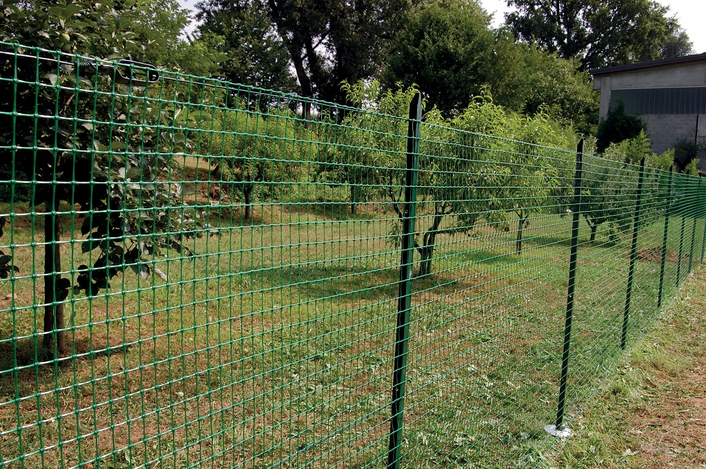 How-to-assemble-fencing-net-in-garden-and-boundary